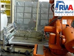 RWA Robot-World AUSTRIA: Robotereinsatz beim Stappeln und Vermessen von schweren Platten-