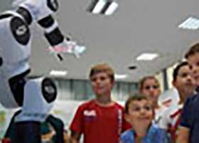 21.01.2019- COMAU ermöglicht mit seinem e.DO Roboter eine neue Lernplattform-Quelle: check point elearning | COMAU vom 21.01.2019